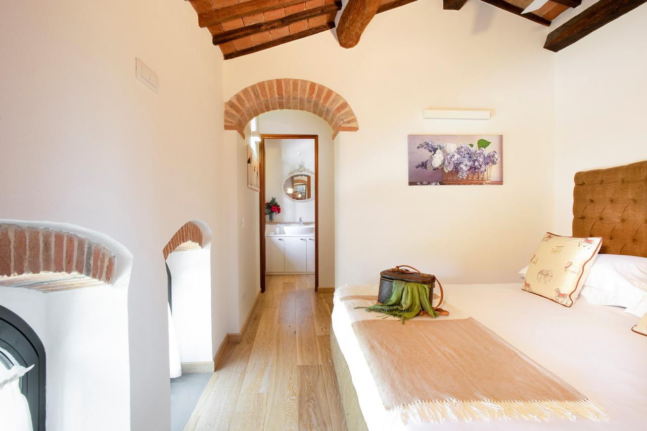 8 Villa First Floor Bedroom Girasole.jpg