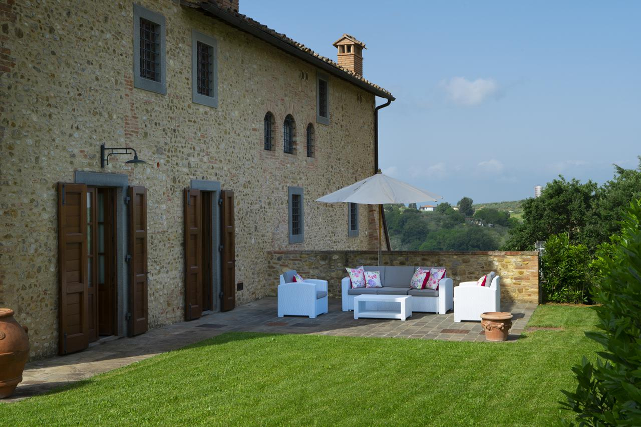 4 Villa Pianora Outdoor.jpg