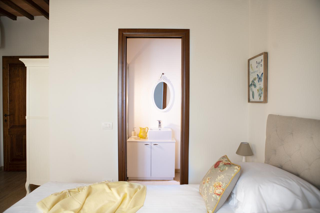 6 Villa Pianora Bedroom Margherita (1).jpg