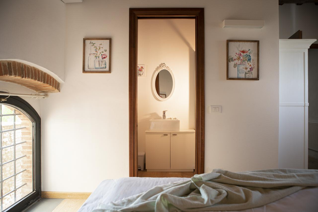 9 Villa Pianora Bedroom Viola.jpg